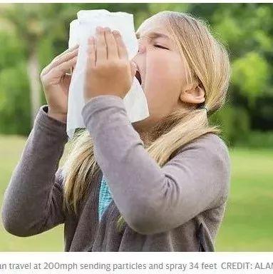 醫生警告:把噴嚏憋回去 可能引發身體嚴重損傷 (雙語)