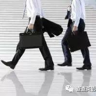 老外自曝在中國如何賺錢 被租來撐場面 (雙語)