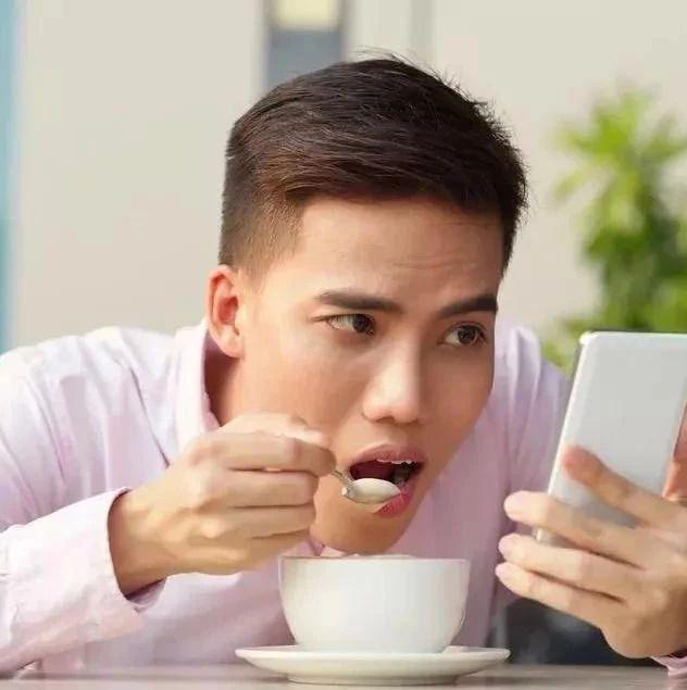 為什么你明明不餓,卻總想吃東西?科學解釋來了!(雙語版)