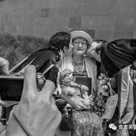 """87歲老婦為科研""""獻身"""" 遺體被切成27000塊薄片!(雙語)"""