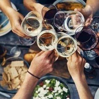 為什么與朋友聚餐會暴飲暴食?!(雙語)