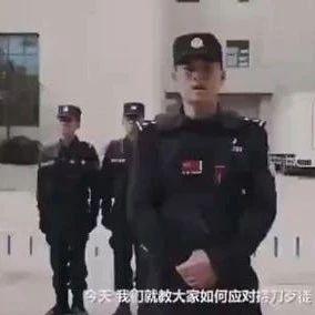 面對持刀歹徒,警察教的這招太實用了! (雙語)